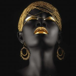 پوستر چهره زن سیاه پوست با آرایش و زیورآلات طلایی